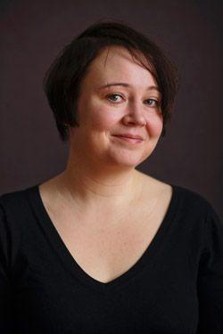 Emma Puikkonen  Luovan kirjoittamisen ja dramaturgian opettaja, kirjailija.