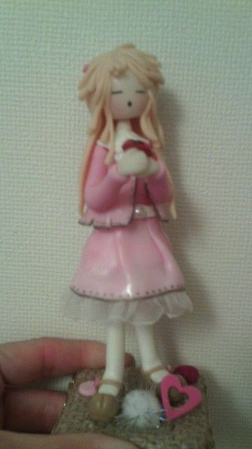 Muñequita porcelana en frio