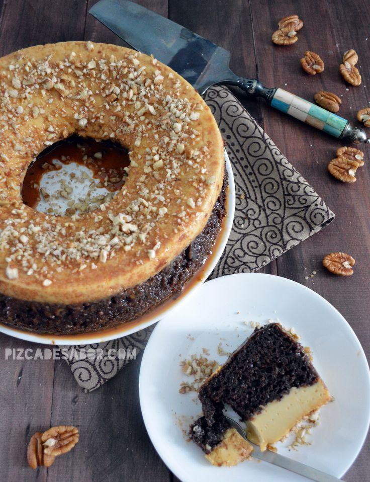 Delicioso pastel de chocolate y flan en un mismo postre. Le dicen pastel imposible porque la mezcla al momento de la cocción se invierte, el pastel que colocas primero en el molde termina del lado opuesto ya que el flan baja durante la cocción