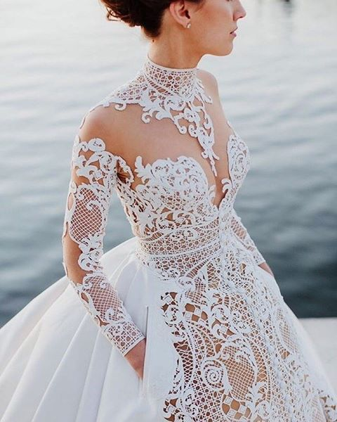 This utterly gorgeous dress by @jatoncouture truly left us with no words! Super amazed with the intricate lace detailing that evokes elegance and glamorous feel to the whole look. Perfect option for brides who want a chic yet unusual dress on her big day! Such a heart-throb, isn't it? Do you want to be wrapped up in this kind of dress too? Yay or nay?  Photographer @justinaaronweddings / Dress @jatoncouture