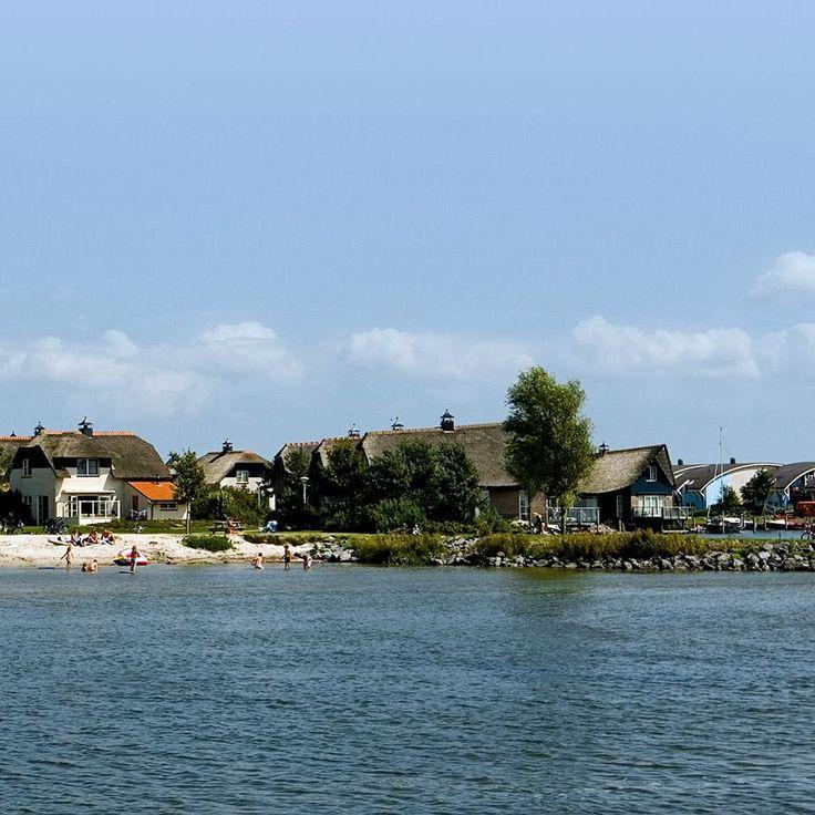 Ook verkrijgbaar in de spaarshop van Optimel Eurosparen: Ontdek het échte vakantiegevoel in FrieslandDit unieke vakantiepark ligt aan het Friese IJsselmeerstrand in een prachtig natuurgebied. Bungalows, lux | Optimel.nl/eurosparen