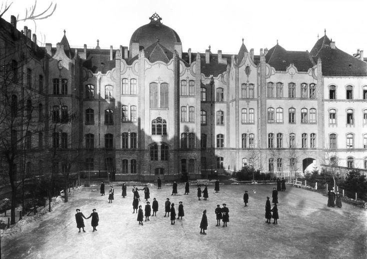 Ajtósi Dürer sor 37. Erzsébet Nőiskola (ma Teleki Blanka Gimnázium).