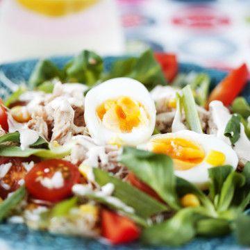 Tonfisksallad med ris och ägg - Recept - Tasteline.com