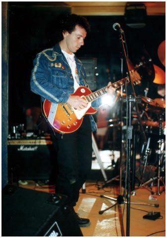 Eduardo Valenzuela, guitarrista de Los Trapos. Grupo rock. Santiago de Chile.