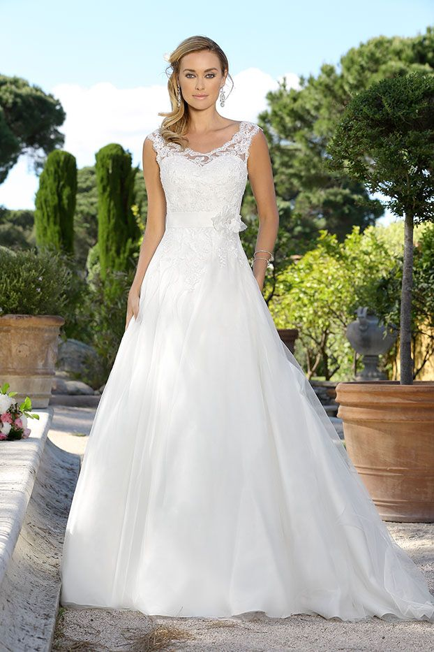 91 best Brautkleider images on Pinterest | Wedding dressses, Bridal ...