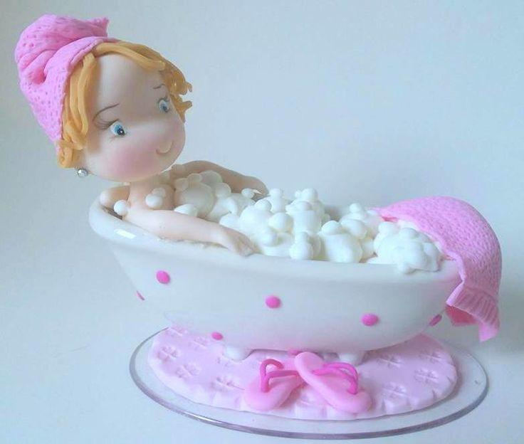 Topo de bolo tema espar,boneca na banheira de espuma,muito linda e original.