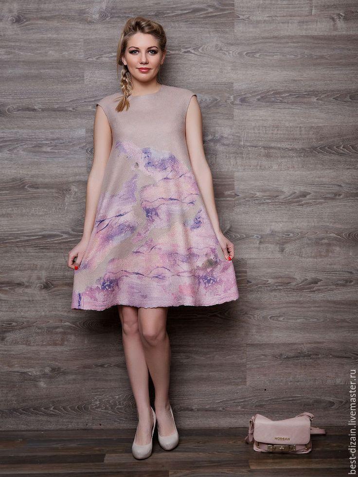 Купить или заказать Валяное платье 'Парижанка' в интернет-магазине на Ярмарке Мастеров. Любимый многими моими заказчицами, цвет пудры!!! Платье легкое, комфортное, весеннее. Романтический образ поможет поддержать валяная брошь. Силуэт трапеция, немного спущенное плечо. Броши продаются отдельно, цена 1500 рублей. Длина 94 см. Рост модели 170 см.