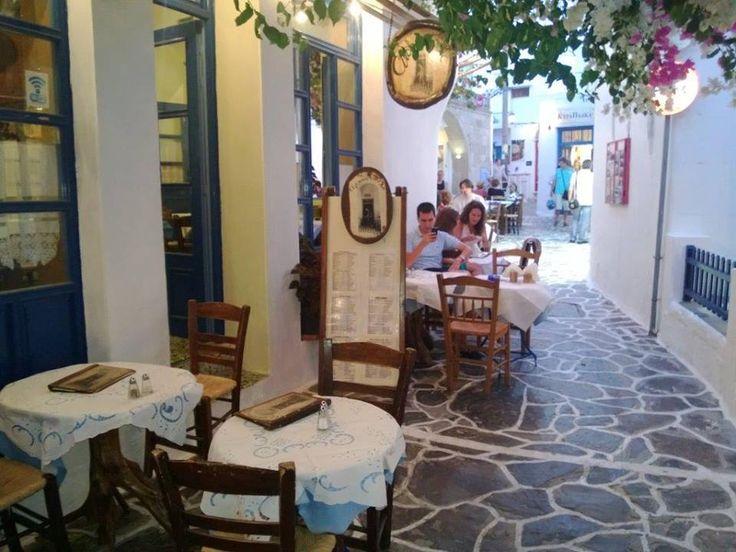 Burada uzun süre yüzüyor ve dinleniyoruz. Burada yemek yenebiliyor. Tuvalet bu plajlarda yok. Duş'da keza Yunan plajlarında eğer özel değilse kesinlikle bulunmuyor... Daha fazla bilgi ve fotoğraf için; http://www.geziyorum.net/milos/