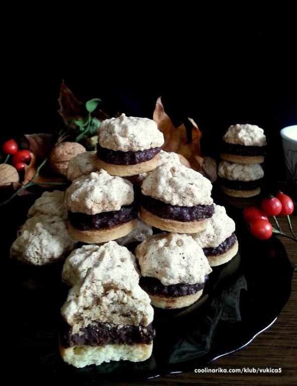 Lískoořtíškové pyramidky Velmi chutné sušenky, které provoní celý byt. Kombinace…