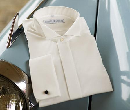 Vi har også skjorter i Ivory og kremfarge om den skal stå i stil til brudekjolen. www.abelone.no