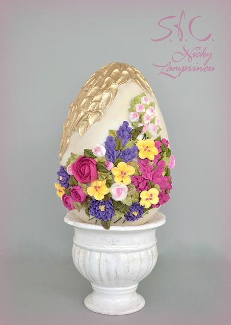 White chocolate Easter egg - Royal icing   Sugar flowers Creations-Nicky Lamprinou: Πασχαλινό αυγό