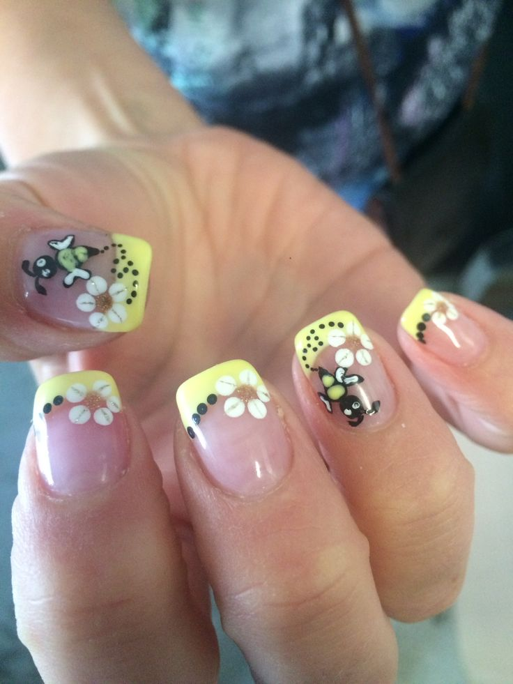 Bumble bee themed nails. Hand painted.