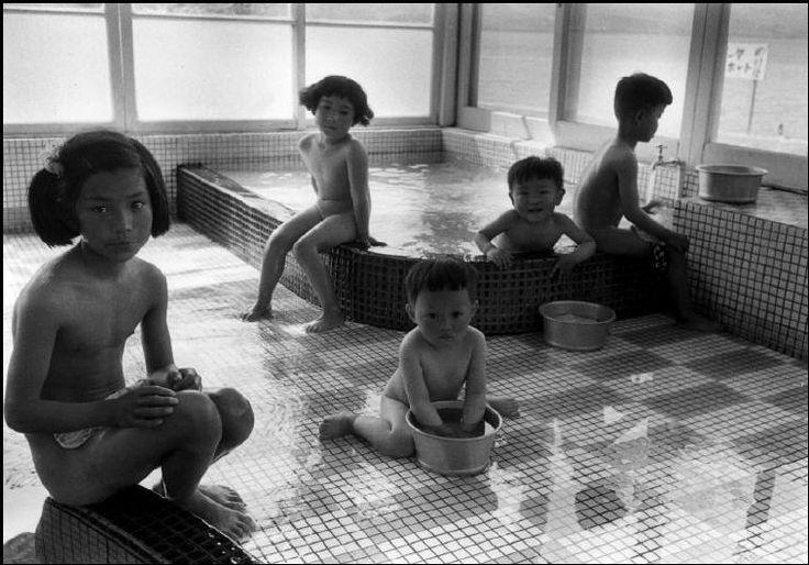 Bathing children, Japan, 1956. Photo by Dennis Stock.