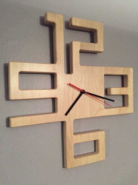 Moderne Uhr aus massivem Ahorn | Etsy #ahorn #mas…