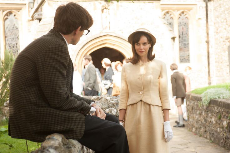 Still of Felicity Jones and Eddie Redmayne in The Theory of Everything (2014) http://www.movpins.com/dHQyOTgwNTE2/the-theory-of-everything-(2014)/still-3114137600