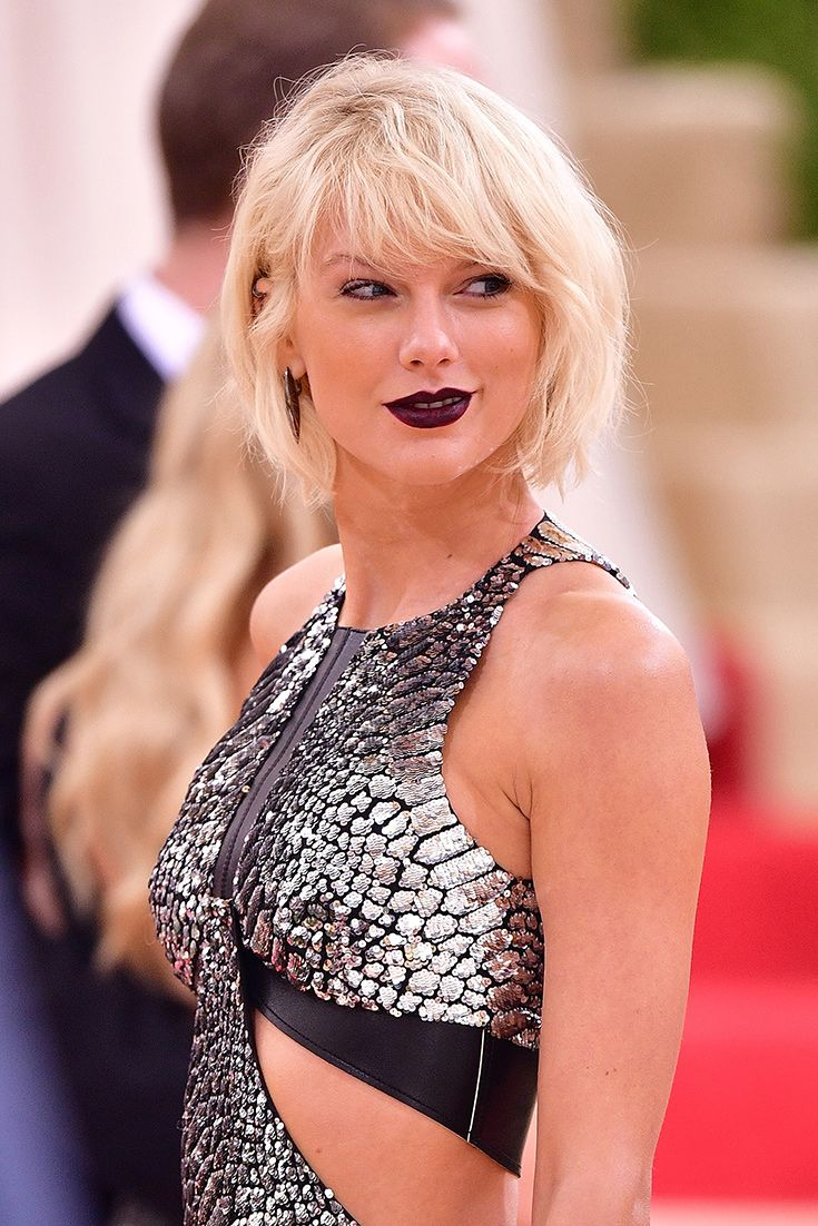 Taken your locks to platinum heights, à la Taylor Swift? We asked an expert for the best ways to manage your mane when you're trying to grow out the bleach blonde.