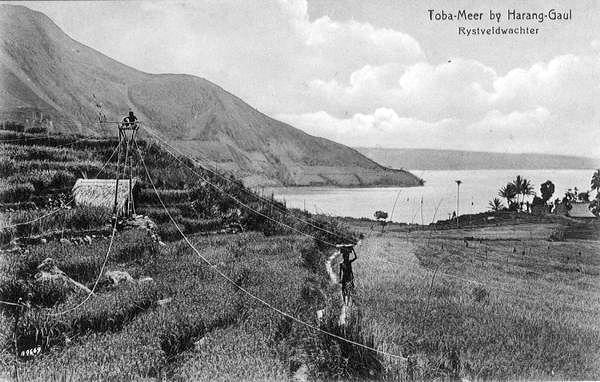 Toba Meer By Harang Gaul Rystveldwachter 1900 1910 Indonesia