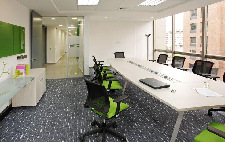 La silla giratoria skin favorece las condiciones laborales y facilita la manipulación para los usuarios.