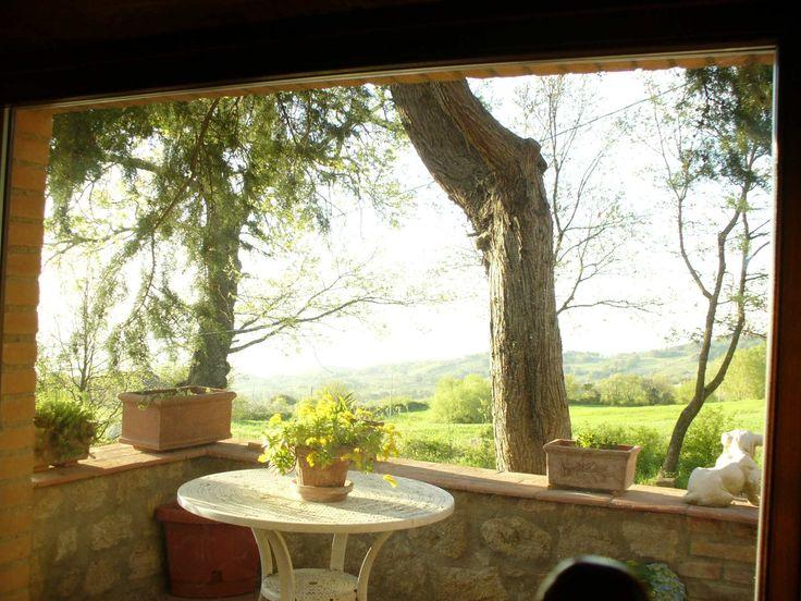 Elegante villa con piscina di 320mq con 13 ettari di terreno circostante, situata a Roccastrada, nella campagna della Maremma Toscana.  Su due livelli, dispone con grande soggiorno, cucina, due ripostigli, quattro camere, tre bagni, cantina e piscina esterna. seo@immobiliareballoni.itv