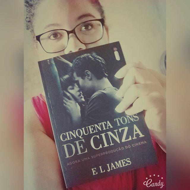 Presente de amigo secreto. 😻 #books #bookstagram #instabook #literature #read #bibliophile #booklover #love #amoler #intriseca #amigosecreto #followme #ciquentatonsdecinza #cristiangrey #livro