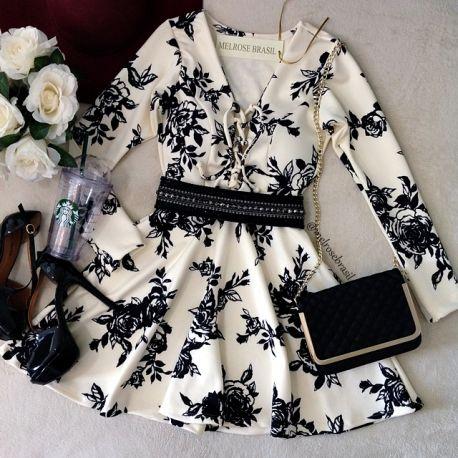 Vestido MANGA LONGA  Cláudia  NEOPRENE  C/ BOJO Costas Fechada( Estampa Fundo Off c/ flores Preta)
