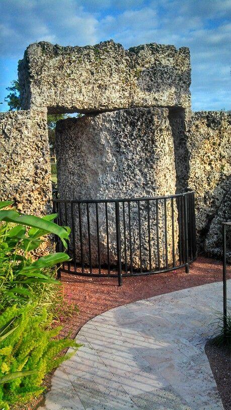 9 ton gate, Coral Castle