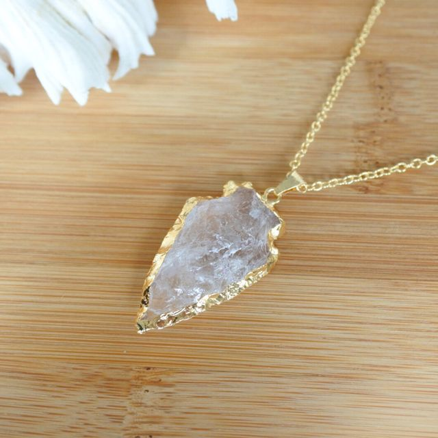 A shape of arrow, gold+crystal A 26 inch chain is 18 gold filled and the part of arrow has gold plated, not gold filled.   Size: arrow, approx. 3.5㎝*2.5㎝     Druzy arrow 18kgfネックレス | launa