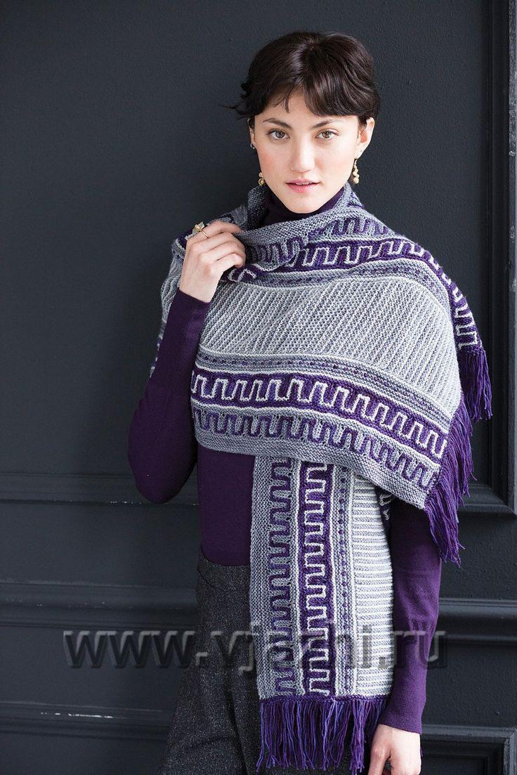 Модный необычный шарф шаль с бахромой, связанный спицами греческим узором из Vogue ранняя осень 2016, с описанием. Новая модель Ксенди Петерс связана спицами с столбиками, которые поднимаются и опускаются, создавая необычное и оригинальное цветное вязание.
