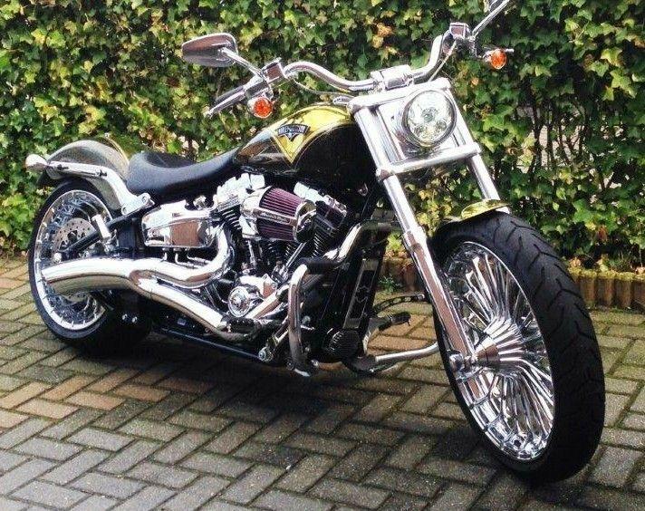 Harley Davidson CVO Breakout with Vance & Hines Big Radius