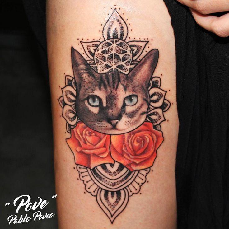 GATO-MANDALA-DOTWORK #povetattoo #veneno_irons_original #malaga #malagatattoo #tattoo #tatuaje #ink #inked #realismo #realistictattoo #mandala #dotwork #girltattoo #guytattoo #inkedgirl #inkedman #cat #gato #rosas #roses #blackandgrey #blackandwhite #fullcolor #tattooedgirls #tattooartist #tattoolife