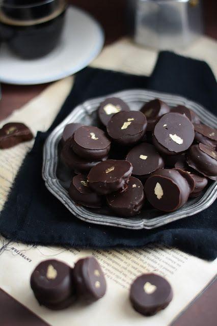 Palets d'or (fins chocolats légèrement amers garnis d'une ganache parfumée au café)