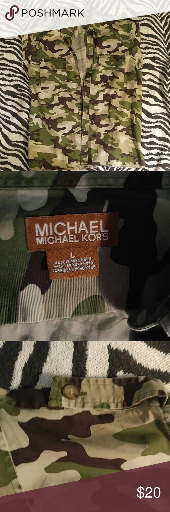 Michael Kors camo vest L Super stylish camo vest from outstanding designer Michael Kors available at a great price! Fantastic condition! Michael Kors Shirts