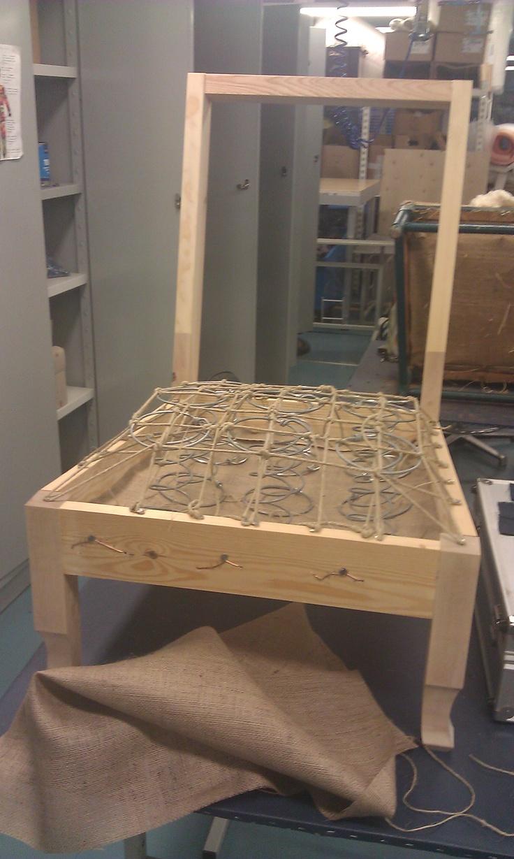Projekti 2: K-tuoli uudesta rungosta. Jousitus valmis.