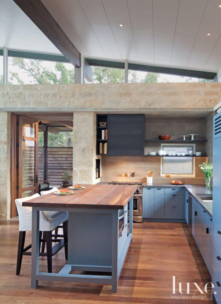 An eco friendly horseshoe bayside residence kitchen for Horseshoe kitchen decor