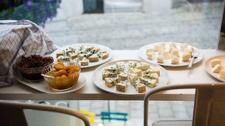 Om typer vin til typer ost, samt tips til ostetyper for ostebord. Lag ost og vinkveld heime - Aftenbladet.no