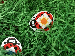 Ladybug rhyming activity for sensory table from a Differentiated Kindergarten!  Love this freebie!