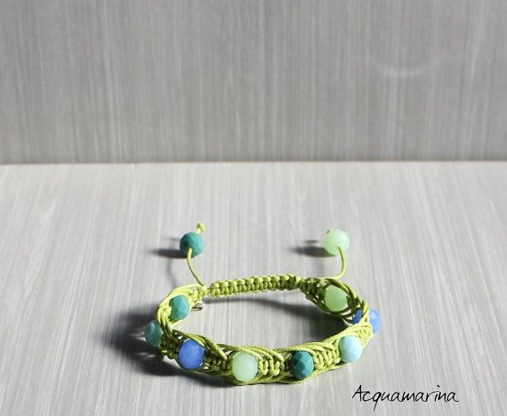 Handgemaakte macrame armband-groen katoen garen en door StefaniaShop