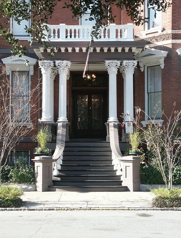 Kehoe House, Savannah, Georgia. This is a giant haunted house.