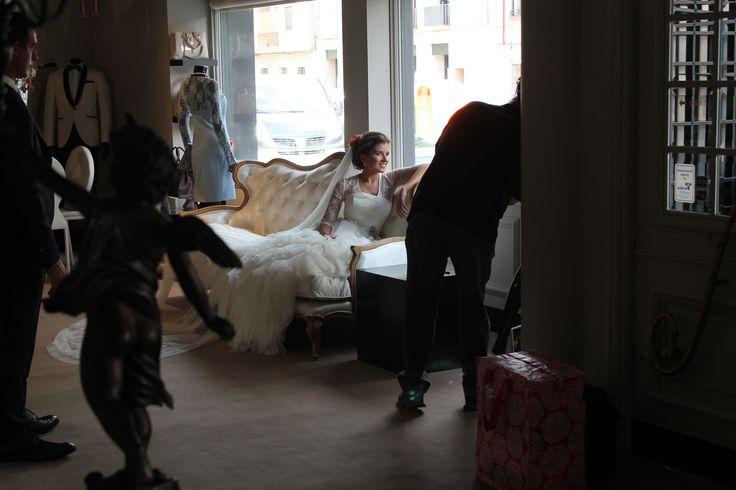 En ocasiones nuestra boutique L'ATELIER TUDELA se convierte en estudio de fotografía.  Post-boda de una de nuestras preciosas novias. Gracias Teresa.