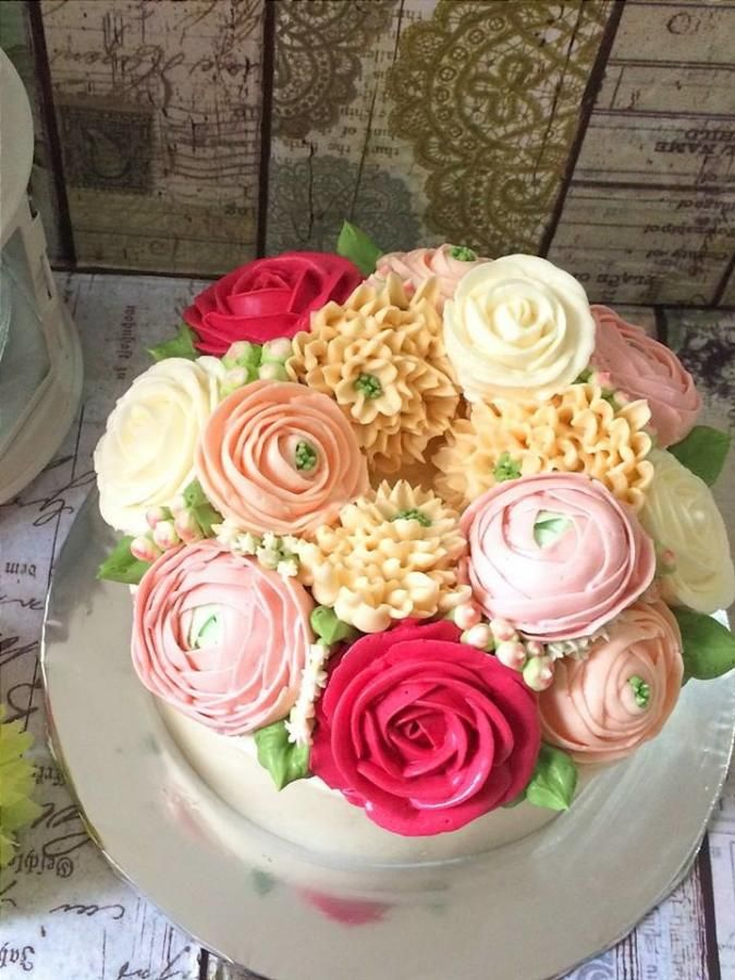 floral butter cream cake - Cake by Dian flower clay -cake design