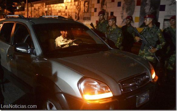 Largas colas de carros y quejas por el cierre de la frontera con Colombia - http://www.leanoticias.com/2014/08/12/largas-colas-de-carros-y-quejas-por-el-cierre-de-la-frontera-con-colombia/