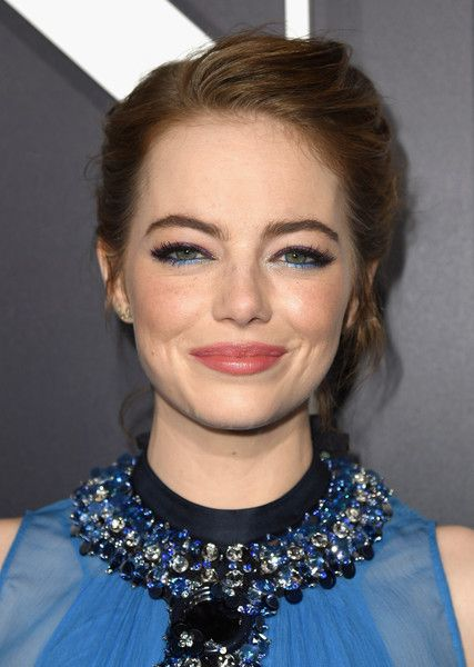 """Emma Stone Photos Photos - Actress Emma Stone attends the premiere of Lionsgate's """"La La Land"""" at Mann Village Theatre on December 6, 2016 in Westwood, California. - Premiere of Lionsgate's 'La La Land' - Red Carpet"""