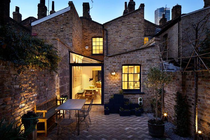 Die verfallene Bausubstanz dieses Hauses wurde mit viel Liebe zum Detail saniert. Mit der Wahl der richtigen Materialien gelang es Fraher Architects aus London, für das Lambeth Marsh House ein modernes Design zu schaffen und gleichzeitig Geschichte zu bewahren.