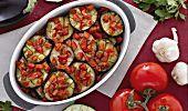 L'insalata di borlotti freschi è un contorno freddo e saporito, molto nutriente e dal gusto intenso. Perfetto da servire nei menu estivi.