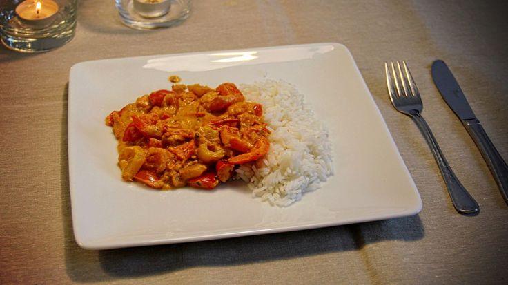 Zet snel een lekkere vegetarische maaltijd op tafel met dit recept voor kruidige paprika met tomaat mix te bereiden. Serveer er rijst bij en klaar!
