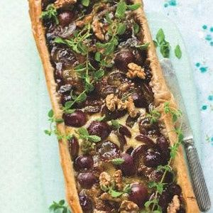 Phyllo tart with Camembert and grapes