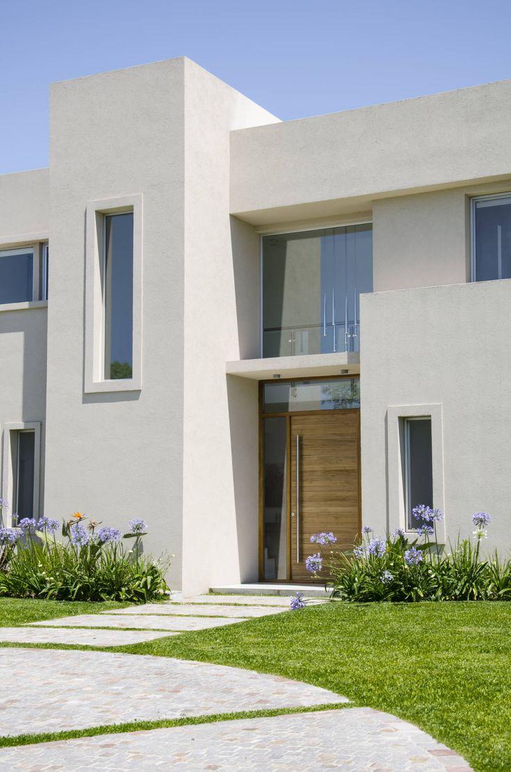 Las 25 mejores ideas sobre fachadas de casas bonitas en for Fachadas de garajes modernos