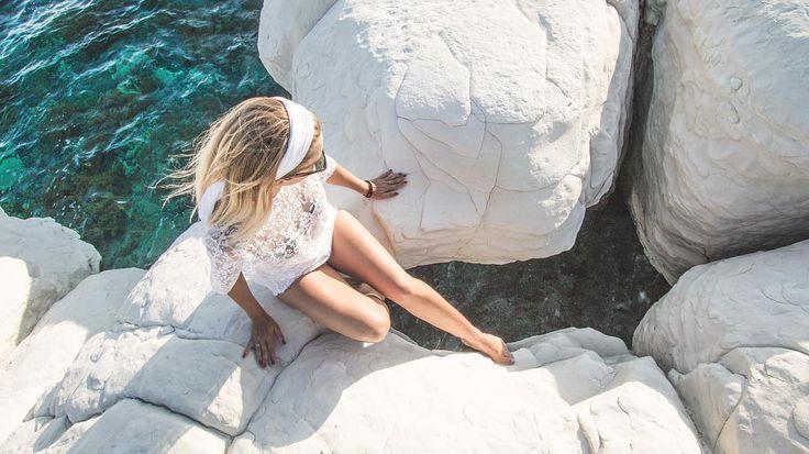 Na takiej plaży jeszcze nigdy nie byliśmy Zamiast białego piasku - białe wapienne skały o wymyślnych kształtach  #GovernorsBeach  #Cypr #Summertime #Beachday #Cyprus2017 #VisitCyprus #sunset #Travelplanet #Podróże  #Travelgram #Wakacje #InstaTravel #Travelphotography #Instapassport #Travelgirl #Vitaminsea #Beachlife #Plaża