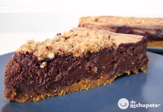 Receta de tarta de chocolate similar a un bizcocho denso o brownie con ese sabor impresionante de la Nutella, impresionante y muy sencilla. Preparación paso a paso, trucos y fotografía.