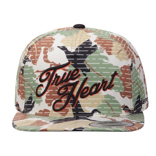 """Strapback camuflado da marca brasileira True Heart, com um padrão desenvolvido exclusivamente para o boné. Batizado de """"Pássaros"""", o boné traz uma estampa camuflada sublimada por todos os painéis e..."""